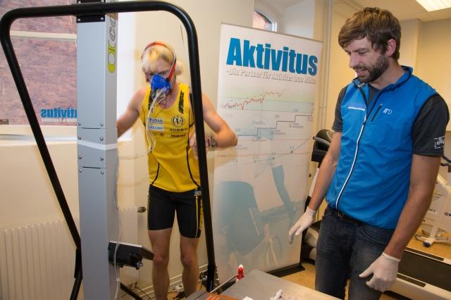 Konditionstest på stakmaskin SkiErg på Aktivitus. Foto: Lars Nilsson.Konditionstest på stakmaskin SkiErg på Aktivitus. Foto: Lars Nilsson.