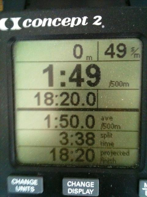 18.20 min på 5000 m SkiErg. Snabbare första och sista 1000 m, annars jämn fart.