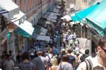 Venedig är fullt av turister vid Ponte di Rialto redan i maj. Jag drömmer mardrömmar om hur det är här i semestertider.