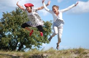 Bilden på min syster Ellen och fru Ida känns väldigt irrelevant för detta inlägg, men det är ganska kul. Tagen på Österlen augusti 2009.