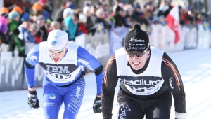 Mattias Nilsson (t h) stakar i mål som 27:a i årets Vasaloppet. Jag själv blev 52:a och således bara näst bäste svärson...