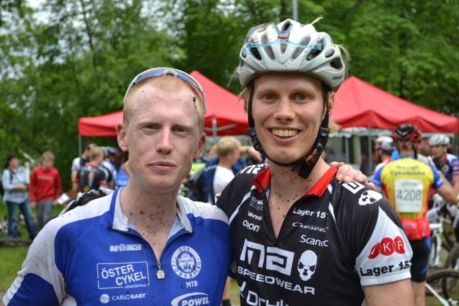 Oskar och Erik efter målgång. Han 22:a i elit, jag 24:a. Båda åkte riktigt bra för att vara oss.