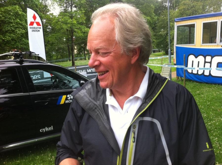 Lasse Strand är Mr. Sweden Mountainbike och håller i olika typer av trådar. På ett bra sätt.