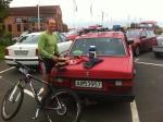 Denna norrman ambulerar runt på svenska MTB-tävlingar. Han kör själv från Halden. Sist vi träffades påpekade jag att hans cykel är värd mer än hans bil.