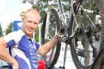 Oskar Lund kör på en 29-tummare i kolfiber. Hans cykel väger drygt 10 kg.