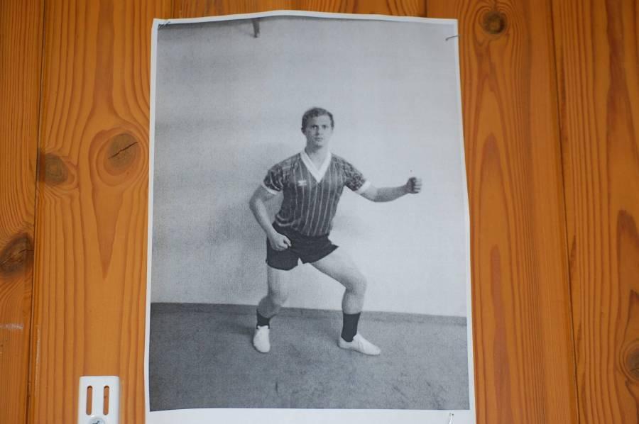 Det fanns många väldigt konstiga foton på Ludvikas fotbollsspelare i omklädningsrummet.