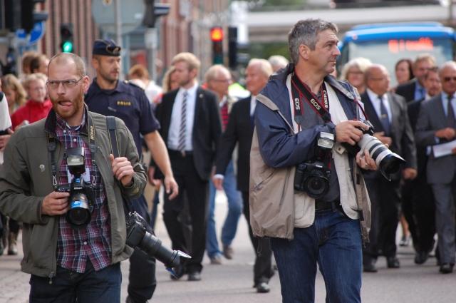 Det är alltid roligare att vända kameran från huvudobjektet. Då hittar man paparazzis i Borås.