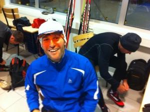 Den tidigare finhockeyspelaren Daniel Parkhagen jobbar med uppfällbara glas. I orange färg.