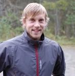 Oscar Sjölin åkte Höstrullen på Everests rullskidor förra året. Imponerande och idiotiskt. Nu kör han på tävlingsskidor.