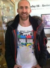 Mattias Claesson resultatlistans snyggaste t-shirt. Och åkte obehagligt fort dessutom.