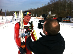 Karl-Johan Westberg intervjuas av TV4