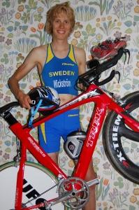 Redo för duathlon-VM 2008, med Björn Winells cykel i vår lägenhet i Uppsala