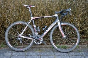 Min landsvägscykel CUBE GTC Pro får ha finhjul (Zipp 303) hela säsongen