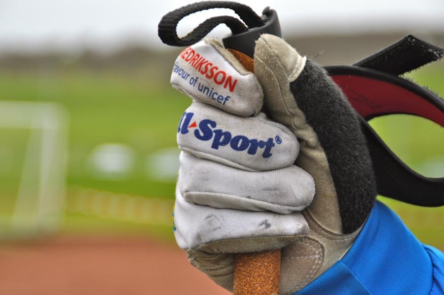 Jonas Larsson fyndade Mathias Fredrikssons handskar som han hade i Bruksvallsloppet för 1600 kr på nätauktion