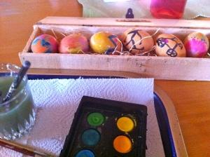 Det är enkelt gissat vilka påskägg jag målade. Bild var mitt sämsta ämne i skolan.