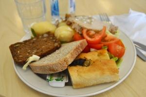 Tre olika sorters bröd till after bike-maten, inklusive foccacia. I Dalsland vet de hur man ska charma en brödälskare som mig.