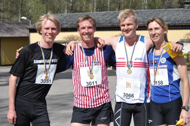 Sjömarksloppet 2012: 3:an Erik Wickström, 1:an Karl Borgö, 2:an Alexander Abrahamsson och damsegraren Anneli Johansson.