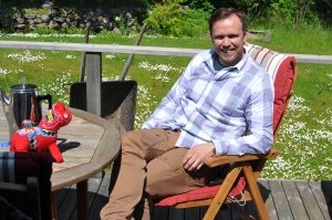 Mora-Nisse vet att solen alltid skiner i Borås, särskilt på vår altan.
