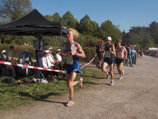 Så här såg jag ut i Lidingöloppet 2006, då jag blev 12:a på tiden 1.52. Bakom mig ligger Anders Szalkai, men han ställde jag minsann av sista milen.