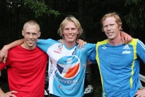 De tre främsta i förra årets Midsommarjogg (4 km terräng). Martin Josefsson (3:a), jag (1:a) och Mattias Nilsson (2:a). Detta inledde vårt kalas med 30 gäster i stugan. I år blir det en mycket mindre och mycket lugnare tillställning.