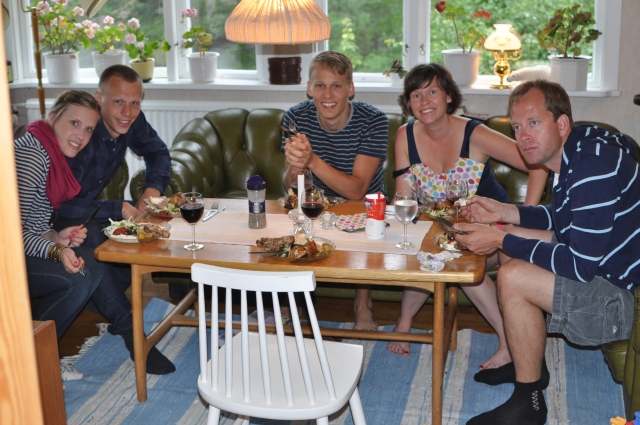 Mysmiddag i stugan efteråt med Josefin, Martin och Per på besök