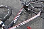 Jag hade inget flaskställ till cykeln (vittnar om min träningsmängd på MTB i år), men lyckades montera det upp-och-ner efter inköp på tävlingens minimässa.