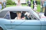 Ford Mustang med brudgummen som chaufför