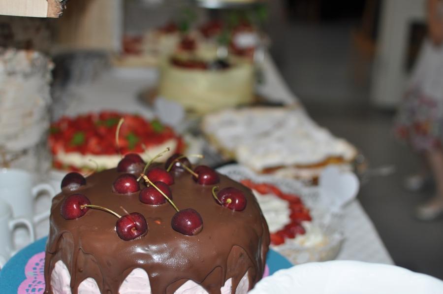 Ida hade fått den äran att göra en tårta, självklart den godaste. Efter recept från Carola på mycakes.se.