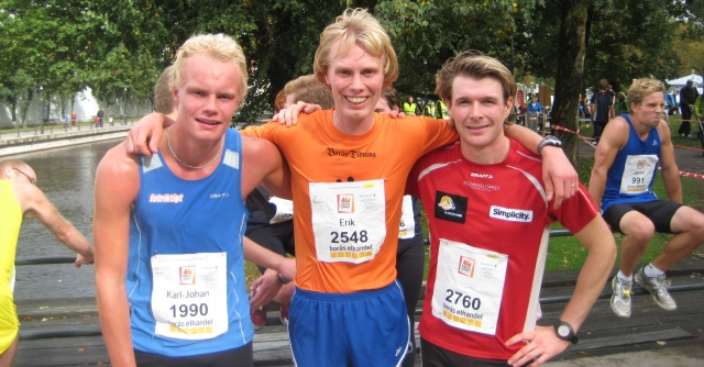 Karl-Johan Westberg (till vänster) i Kretsloppet 2010, där jag lyckades springa ifrån honom med ett par hundra meter kvar efter 10 km stadslöpning
