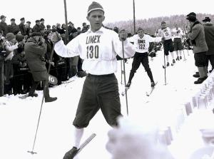 Sixten Jernberg i Vasaloppet 1960, då han precis som 1955 kom först till Mora