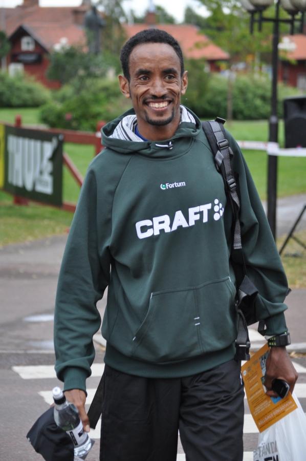Musael Tamasgene från Eritrea åkte med mig hem i bilen i sex timmar. Av en ren och rolig tillfällighet. Han vann den längsta sträckan i VasaStafetten.