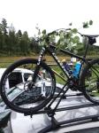 Vi klädde ofrillivigt in Martins cykel i midsommarklädsel när vi slingrade oss ut från Zorngården