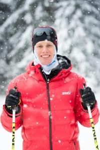 Swix Ski Classics röda jacka går ner och täcker röven. Damlandslagets tränare Rikard Grip (pojkvän till Team Coops Jenny Hansson) har mobbat mig för det hela helgen.