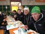 Markus Jönsson (grön mössa), Erik Melin Söderström jämte honom och sedan Pär Jonsson. Alla Team Arkmek.