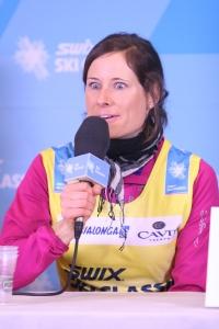 Så här såg Seraina Boner ut en gång när hon svarade på en fråga från mig som moderator på en presskonferens utför ett Visma Ski Classics-lopp 2013. Salig av att prata om långlopp?