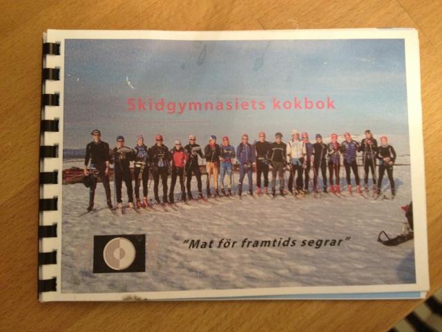 Mora skidgymnasiums kokbok fanns i vår lägenhet