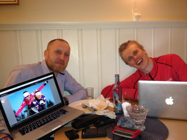 """Fotograf Magnus Östh och jag på bild. Kikkan Randall och Jessica Diggins på bild på bilden. Han fotoade dom i Oslo i förmiddags. Själv gjorde jag också """"spännande grejer"""" i Norge i förmiddags, mer om det någon annan gång."""