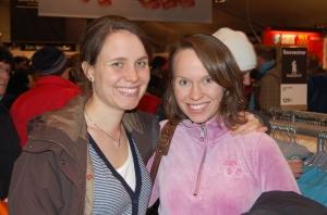 Erika (Idas ena lillasyster) och Ida på mässan innan TjejVasan 2009