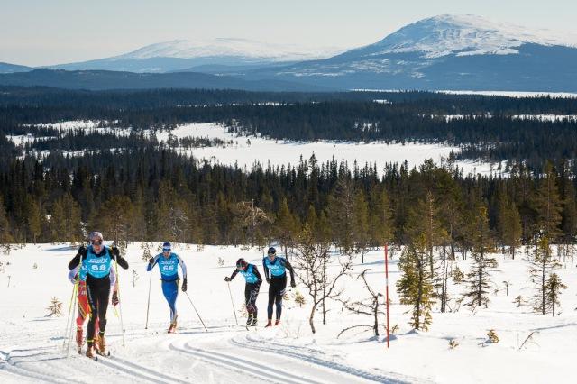 Jag drar vår klunga på fjället med Lassa Paakonen, Klas Nilsson, Pär Jonsson, Erik Melin Söderström och Tiio Söderhielm på släptåg. Tiio bröt sen.