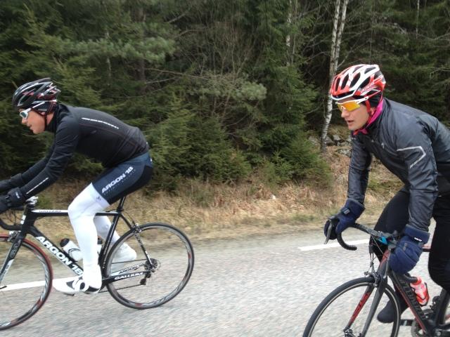 Jonas Colting och Jojje Borssén i backen mellan Seglora och Bollebygd