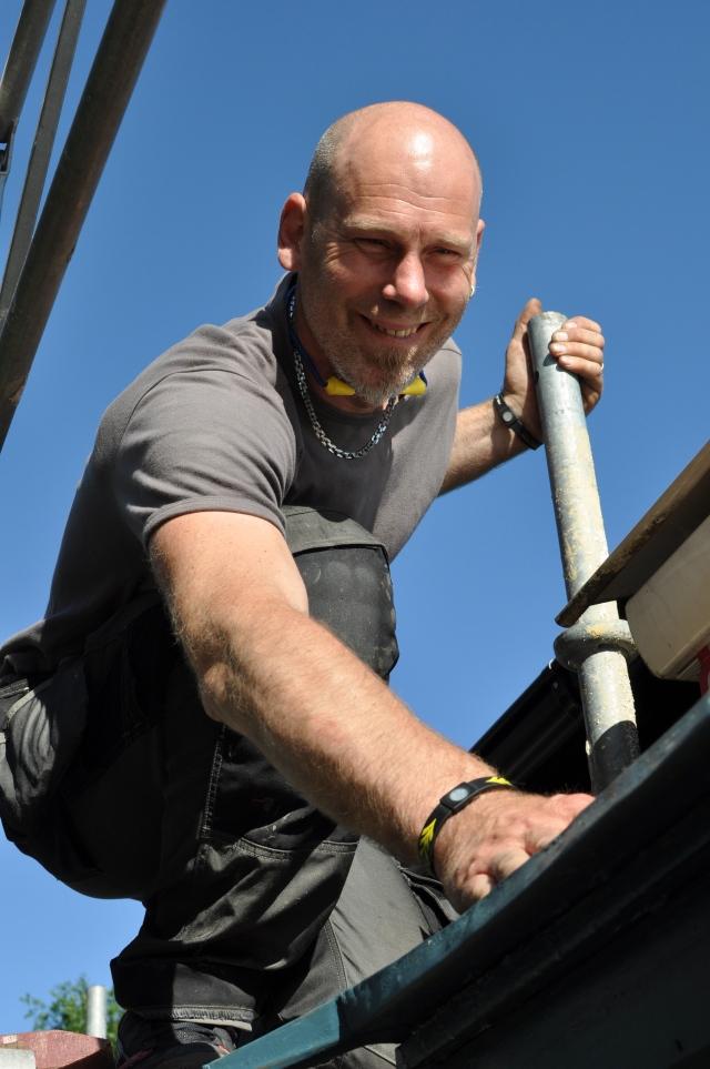 Självklart anlitade vi skidåkaren Christian Hagberg till plåtslageriet på taket.
