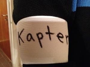 Jag köpte en lagkaptensbindel på Team Sportia som jag hade runt armen i helgen