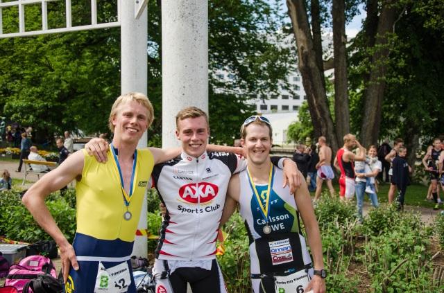 Andreas Lindén flankerad av 2:an Erik Wickström och 3:an Rickard Carlsson