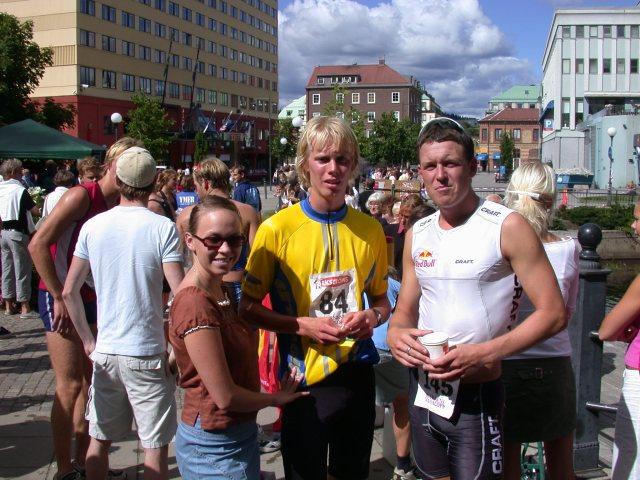 Bild från min första (och hittills enda) riktiga triathlon: Mitt i Borås Triathlon 16 augusti 2003. Årets upplaga av tävlingen avgörs i morgon.