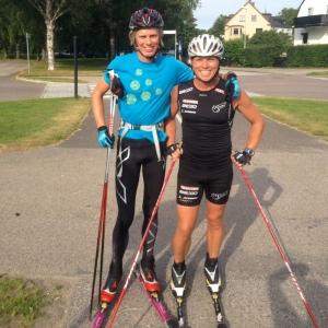 Jag och Per Löwendahl vid foten av Tullenbacken. Det var våldsamt varm i långa tights idag, men vad gör man inte som pryltestare!