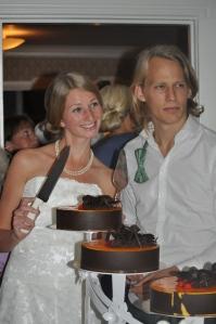 Jessica för glad ut, Olle ser hård ut. Tårtan var god.
