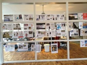 Klassikermagasinet upptejpat på väggen för bättre överskådlighet. Jag satt några veckor på reklambyrån Rekyl i Borås och jobbade en hel del med formgivar-Sigrid. Jag trivs otroligt bra på det stället, proffsiga, trevliga och roliga människor.