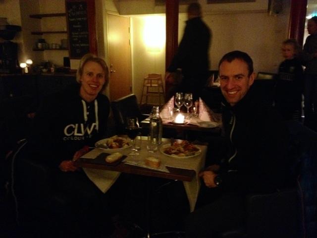 Johan Kanto och jag åkte upp ihop och åt en romantisk middag med husets vin (oväntat fylligt) på hotellet i Malung igår. Bodde gjorde jag på vandrarhemmet Turistgården.