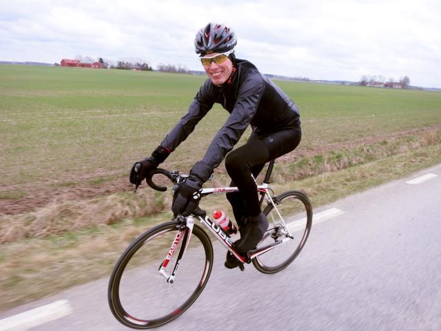 Martin fotade mig i farten. Han varen jäkel på att trolla med kameran när han själv cyklade.