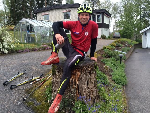 """Daniel """"Traddar'n"""" Abrahamsson poserar utanför vårt hus vid ett tidigare tillfälle."""